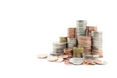 Pile de pièce de monnaie sur le fond blanc Photos stock