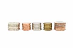 Pile de pièce de monnaie sur le fond blanc Photos libres de droits