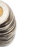 Pile de pièces de monnaie du dollar canadien sur le fond blanc Image stock