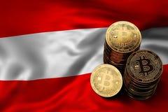 Pile de pièces de monnaie de Bitcoin sur le drapeau autrichien Situation de Bitcoin et d'autres cryptocurrencies en Autriche Image stock