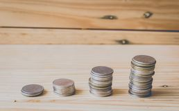 Pile de pièces de monnaie dans l'élevage ou le succès Photos stock