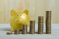 Pile de pièces de monnaie, enregistrant le concept de plan images libres de droits