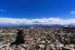 Pile de pierre de roches en montagnes Pyramide des pierres image libre de droits