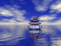 Pile de pierres équilibrées sur la mer Images libres de droits