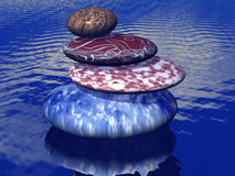 Pile de pierres équilibrées sur la mer Photographie stock