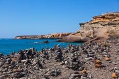 Pile de pierres sur la plage Photos stock