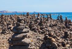 Pile de pierres sur la plage Images stock