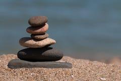 Pile de pierres sur la plage Image stock