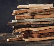 Pile de planches à découper en bois Photographie stock