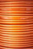 Pile de plats oranges en gros plan Image libre de droits