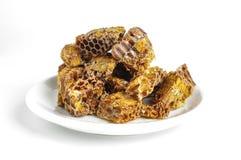 Pile de pollen d'abeille ou de pain d'abeille sur le fond lumineux Photos stock