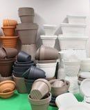Pile de pots d'usine Images stock