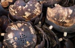 Pile de pots de fleur faits de noix de coco sèches Photo libre de droits