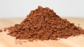 Pile de poudre de cacao banque de vidéos