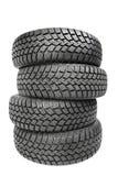 Pile de quatre pneus d'hiver de roue de voiture d'isolement Images stock