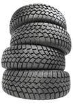 Pile de quatre pneus de l'hiver de roue de véhicule d'isolement Photo stock