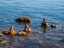 Pile de roches dans l'eau Image libre de droits