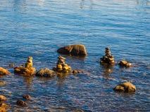 Pile de roches dans l'eau Photographie stock