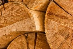 Pile de rondins en bois naturels fond de coupe en bois de pile Photographie stock