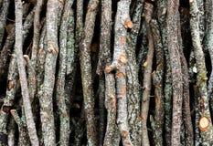 Pile de rondins en bois pour le fond de décor image stock