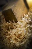 Pile de sciure et morceau de bois Photo libre de droits