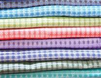 Pile de tissu en soie estampé Photo libre de droits