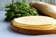 Pile de tortillas de maïs image stock
