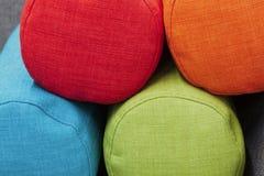 Pile de traversins colorés Image libre de droits