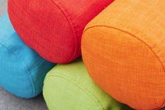 Pile de traversins colorés Images stock