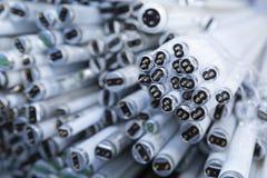 Pile de tubes hors d'usage de lampe au néon image stock