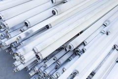 Pile de tubes hors d'usage de lampe au néon photos libres de droits
