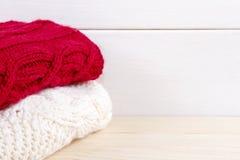 Pile de vêtements de tricoter Photographie stock libre de droits
