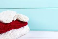 Pile de vêtements de tricoter Photos libres de droits