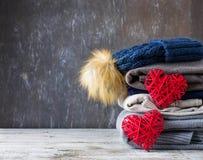 Pile de vêtements tricotés chauds Photographie stock