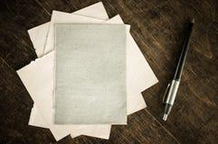 Pile de vieilles cartes de papier Image libre de droits