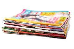Pile de vieilles revues colorées Photos libres de droits
