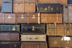 Pile de vieilles valises en cuir Photo stock