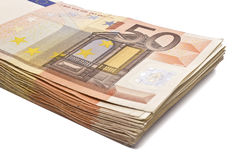 Pile de 50 vraies euro notes d'isolement sur le blanc Images libres de droits