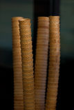 Pile dei coni gelati su fondo scuro Immagine Stock