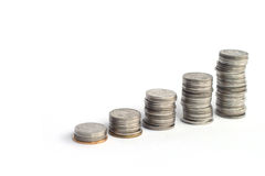 Pile della moneta su un fondo bianco Immagini Stock