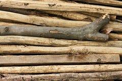 Pile des bâtons en bois minces Images stock