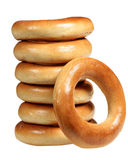 Pile des bagels sur un fond blanc Photographie stock libre de droits