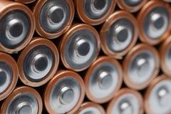 Pile des batteries oranges empilées photo stock