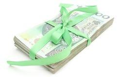 Pile des billets de banque avec le ruban vert, d'isolement sur le fond blanc Images libres de droits