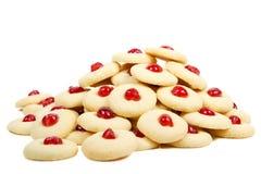 Pile des biscuits avec des cerises Photographie stock
