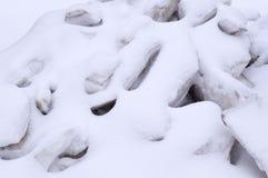 Pile des blocs de glace couverts de neige saisonnier, fond, nature Photographie stock