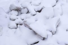 Pile des blocs de glace couverts de neige saisonnier, fond, nature photo libre de droits