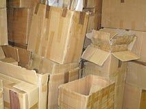Pile des boîtes en carton utilisées Images stock