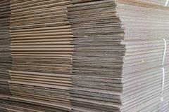 Pile des boîtes pliées de carton Photographie stock