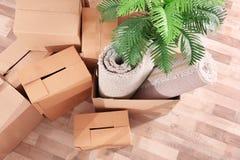 Pile des boîtes pour le déplacement photo libre de droits